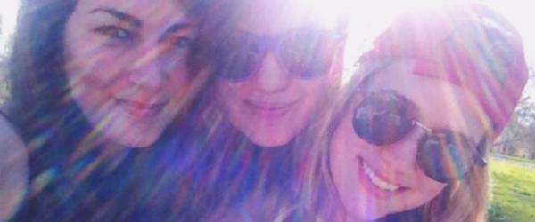 Novas fotos de Elizabeth com amigos