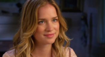 Vídeos: Elizabeth é entrevistada no set de Dead of Summer