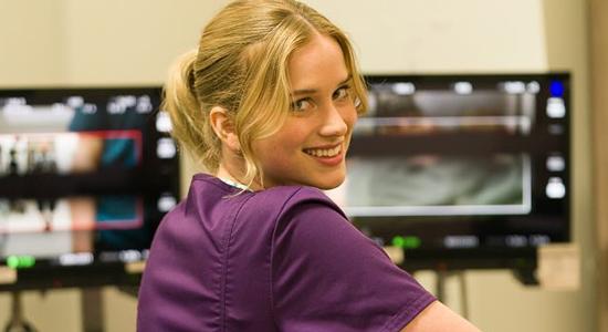 Primeira foto de Elizabeth no set de 'Countdown'